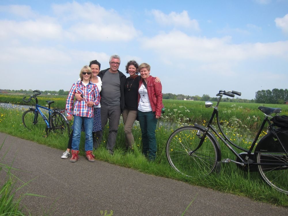 Photo of Sam, Mariele, Chris, Susan and Ro, with bikes by a canal